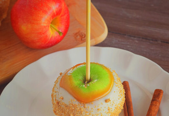 White Chocolate Cinnamon Caramel Apples
